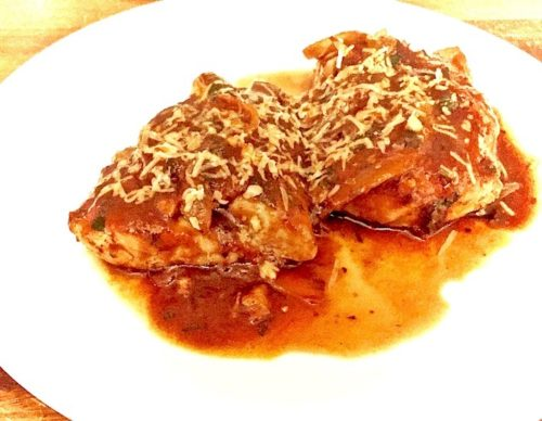 Chicken Filets with Onion and Parsley Tomato Sauce