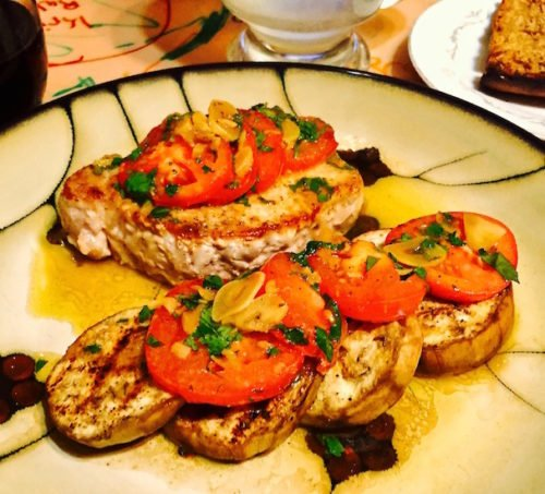 Sautéed Pork Chops with Tomato and Garlic Topping